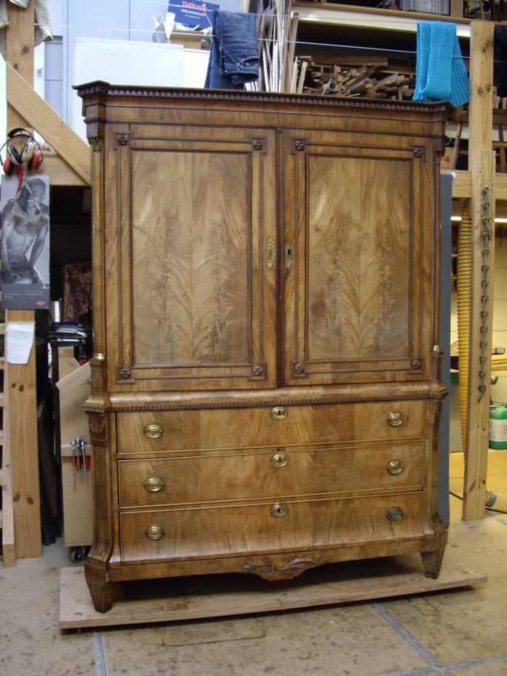 Kabinet:   door Booijink en Visser, meubelrestauratie