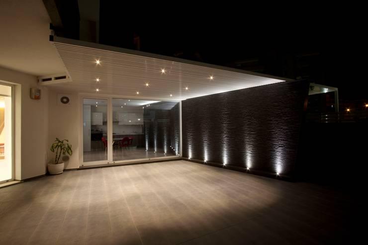 Casa L: Terrazza in stile  di Laboratorio di Progettazione Claudio Criscione Design