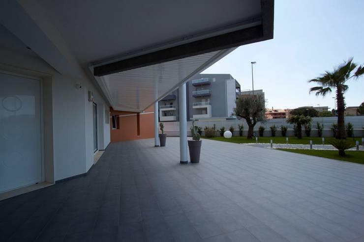 Casa L: Giardino in stile  di Laboratorio di Progettazione Claudio Criscione Design