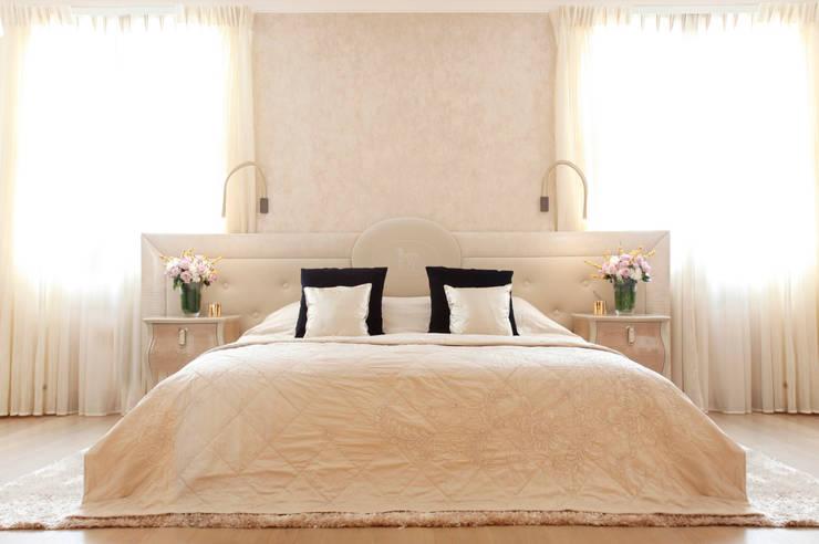 Dormitorios de estilo moderno de Roselind Wilson Design
