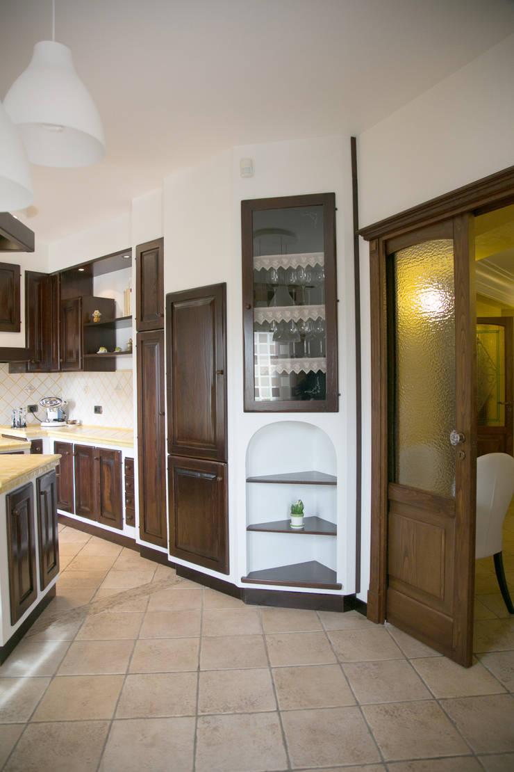 Restyling Casa L: Cucina in stile  di ZAHARA architecture biolab