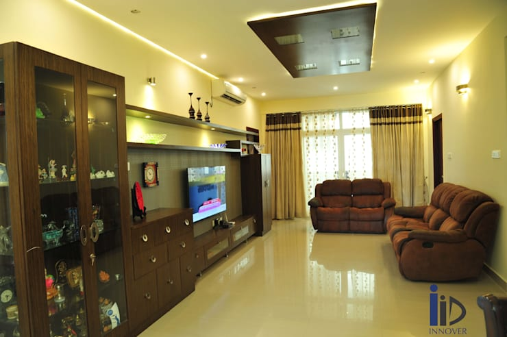 family room , tv unit, false ceiling:   by Innover Interior Designs