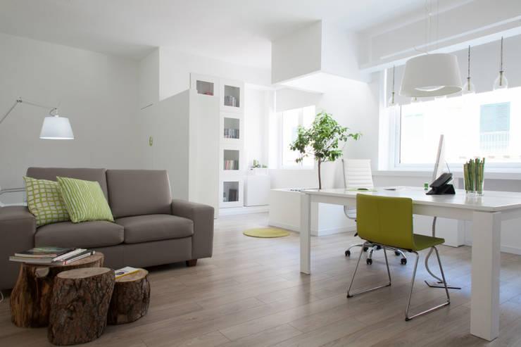 Projekty,  Domowe biuro i gabinet zaprojektowane przez ZAHARA architecture biolab