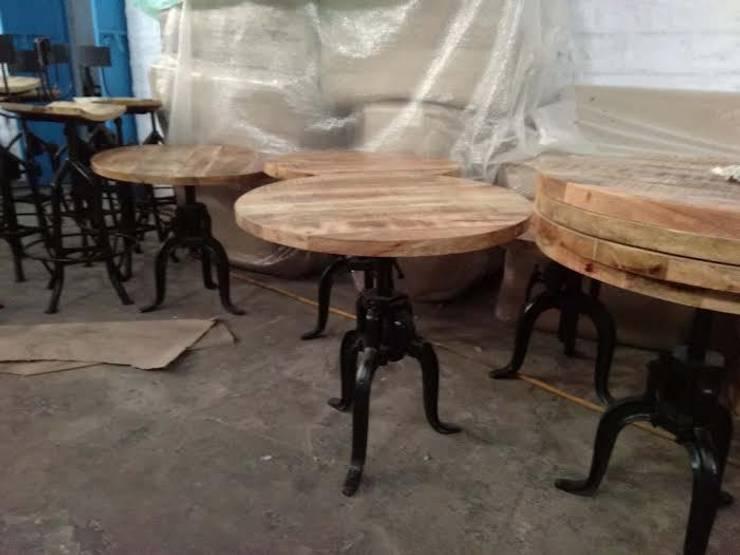 Crank Table: industrial Dining room by Vinayak Art Inc.