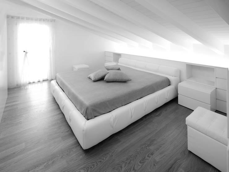 Quartos minimalistas por Alessandro Corona Piu Architetto