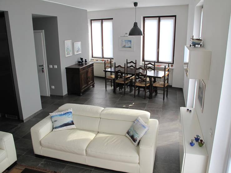Villa Meina: Sala da pranzo in stile  di Matteo Verdoia Architetto