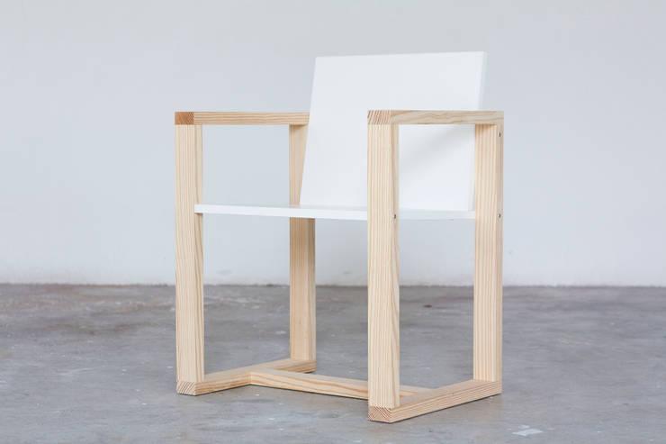 Sedia Incastro: Soggiorno in stile  di Design for Craft and Industry