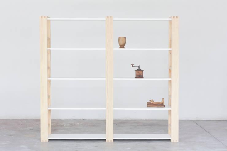 Libreria Incastro: Soggiorno in stile in stile Minimalista di Design for Craft and Industry