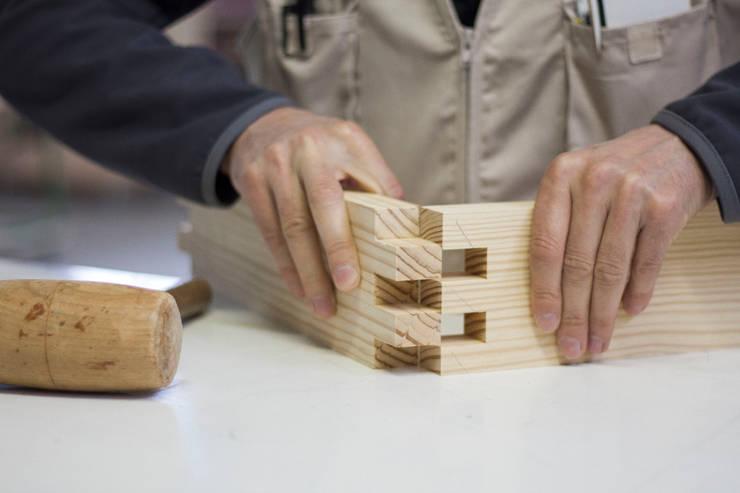 Lavorazione Collezione Incastro:  in stile  di Design for Craft and Industry