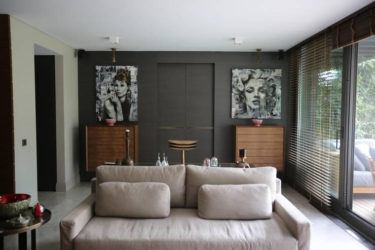 Salones de estilo  de Esra Kazmirci Mimarlik