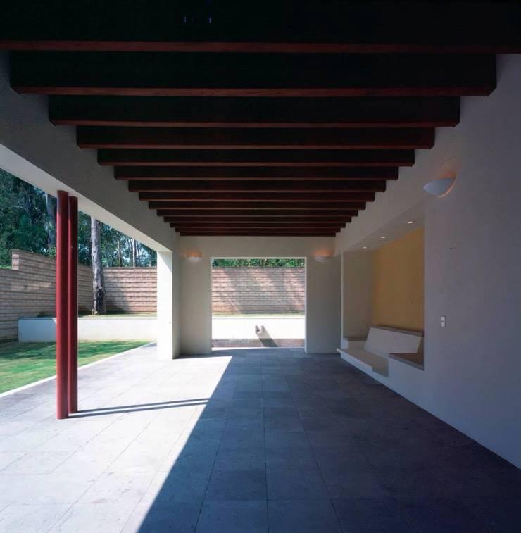 terraza: Terrazas de estilo  por Taller Luis Esquinca