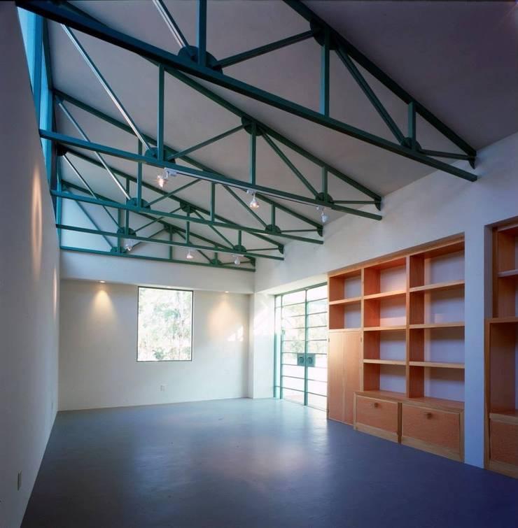 estudio: Estudios y oficinas de estilo  por Taller Luis Esquinca