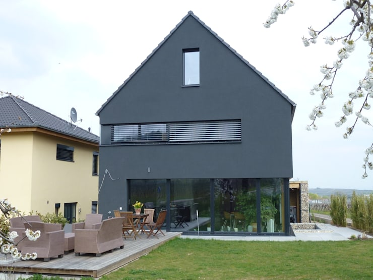 บ้านและที่อยู่อาศัย by Architekturbüro für Passiv- und Energieplushäuser