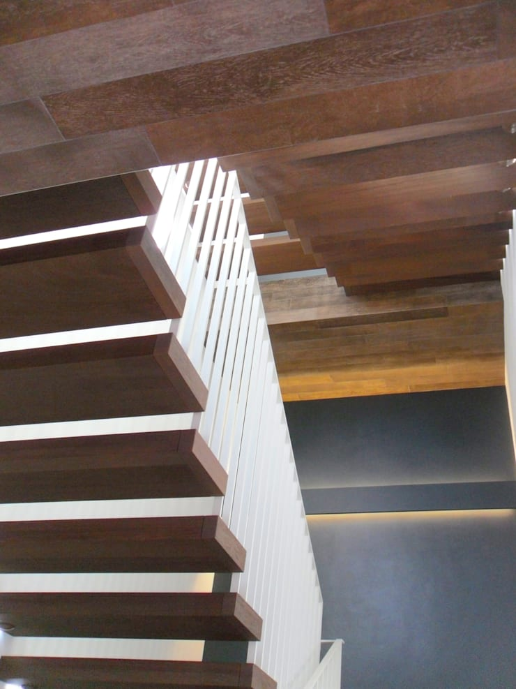 scala interna: Case in stile  di Gariselli Associati