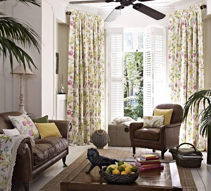Livings de estilo clásico por Prestigious Textiles