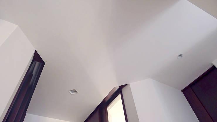 Casa U: Pareti in stile  di Sergio Prozzillo Ass.ti,