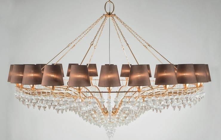 Lámpara de Techo Ophelia 24 Luces: Salones de estilo  de Paco Escrivá Muebles
