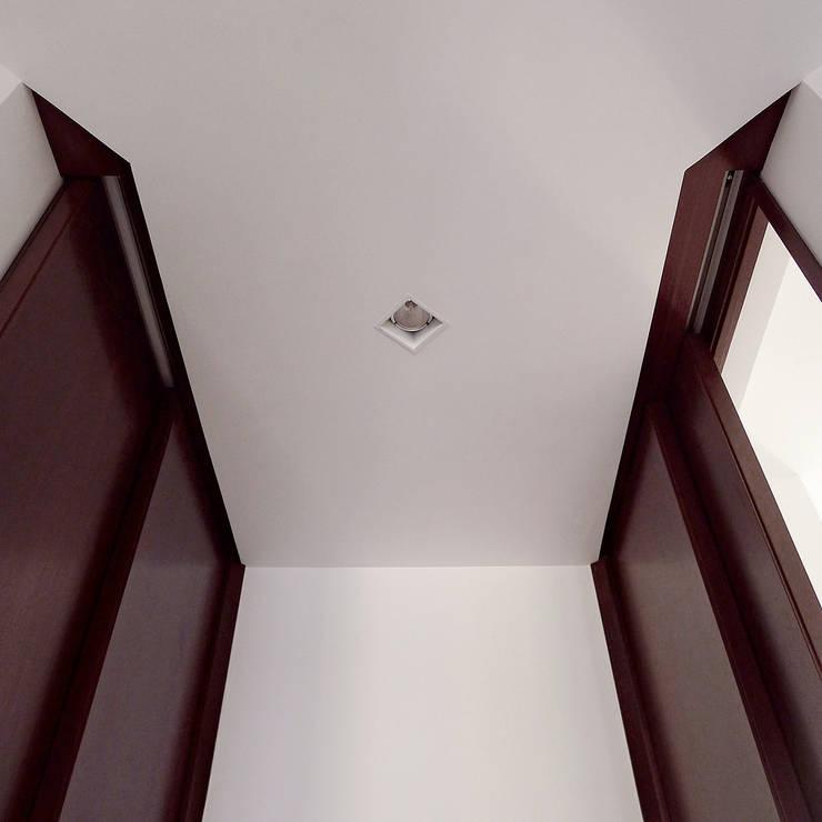 Casa U: Finestre in stile  di Sergio Prozzillo Ass.ti,
