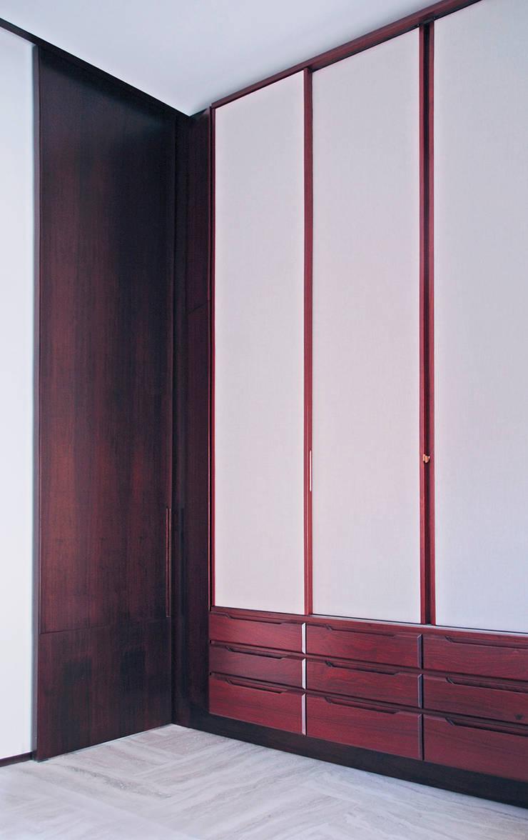 Casa U: Camera da letto in stile  di Sergio Prozzillo Ass.ti,