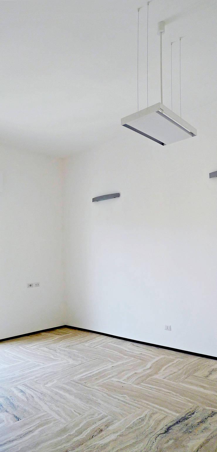 Casa U: Soggiorno in stile  di Sergio Prozzillo Ass.ti,