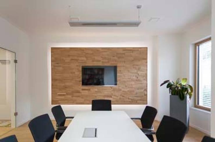 Konferenzraum:  Bürogebäude von armbruster innenarchitektur,