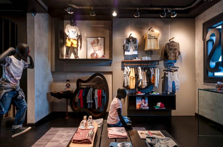 Mini Us : Lojas e imóveis comerciais  por Karina Afonso Arquitetura & Interiores,