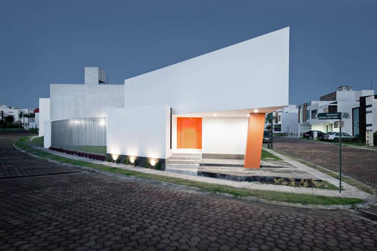 casa Lv-Z: Casas de estilo  por NonWarp