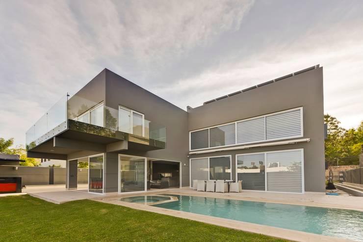fachada posterior Albercas minimalistas de Excelencia en Diseño Minimalista