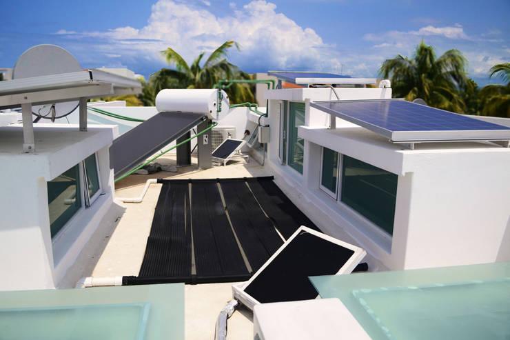 mas paneles  de aires acondicionados.: Casas de estilo  por Excelencia en Diseño