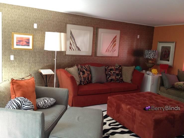 RESIDENCIA EN BOSQUES DE LAS LOMAS: Paredes y pisos de estilo  por BERRY BLINDS INTERIORISMO