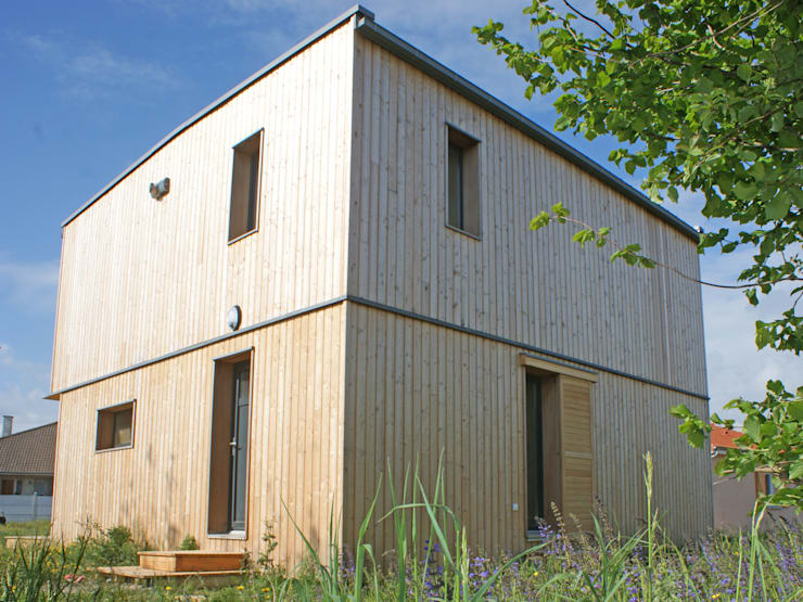 Vue du nord est: Maisons de style  par ABA - Architecture Bioclimatique Auvergne