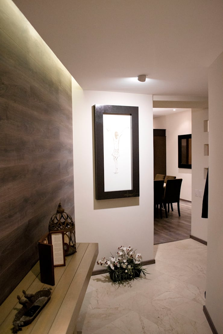 Hacienda del Ciervo: Pasillos y recibidores de estilo  por REM Arquitectos