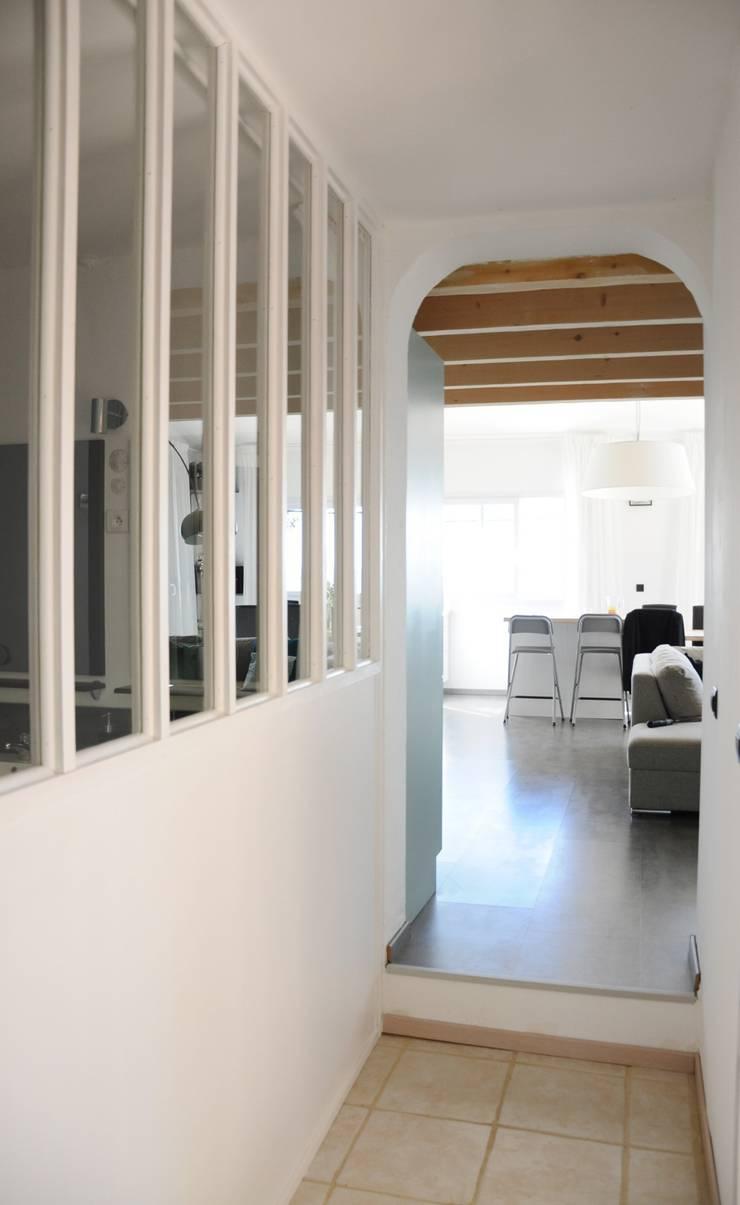 Le 16 - Salle de bain et verrière 1er étage: Maisons de style de style Moderne par Aurélie Ronfaut dite Thi-Lùu