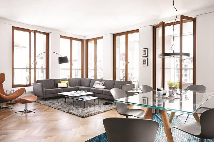 Apartment in Berlin: moderne Wohnzimmer von BoConcept Germany GmbH