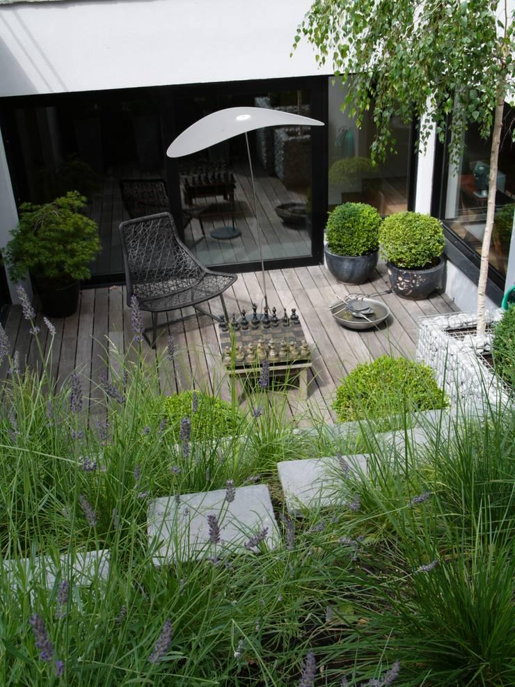 jardin urbain by les fleurs du bien homify. Black Bedroom Furniture Sets. Home Design Ideas