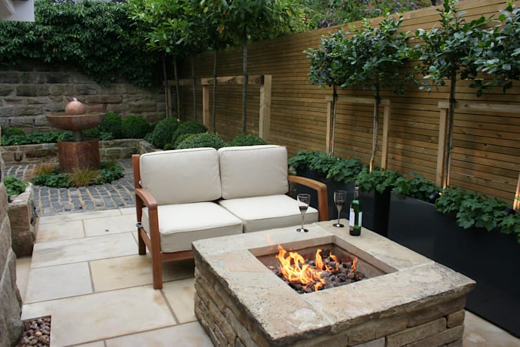 Urban Courtyard For Entertaining By Bestall Co Landscape