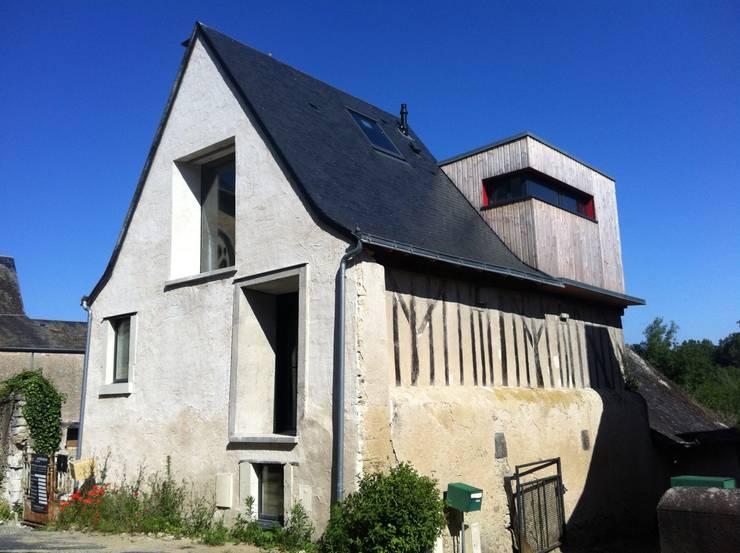 Façade Sud Est: Maisons de style de style Moderne par DESarchitecture