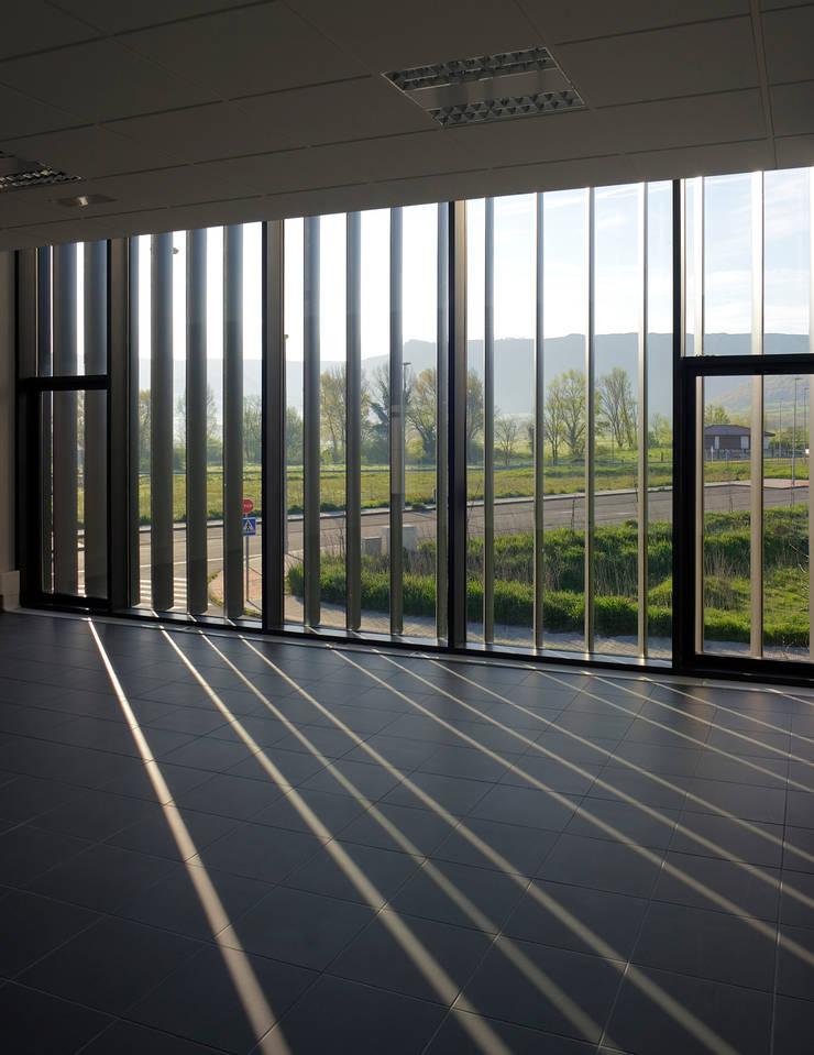 Interior oficinas:  de estilo  de G&C ARQUITECTOS