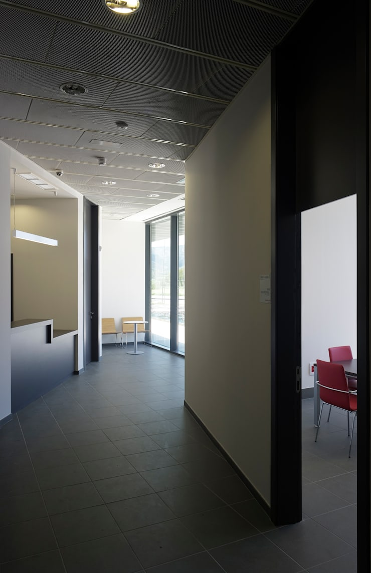 Interior acceso:  de estilo  de G&C ARQUITECTOS
