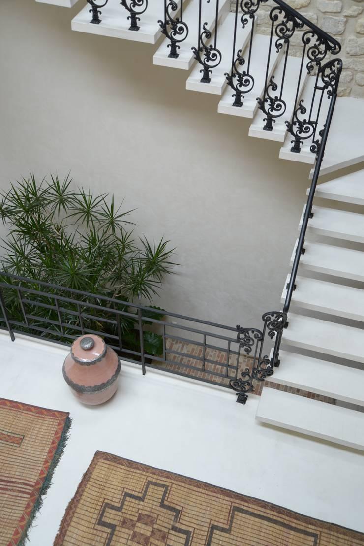Loft Parisien: Terrasse de style  par les fleurs du bien