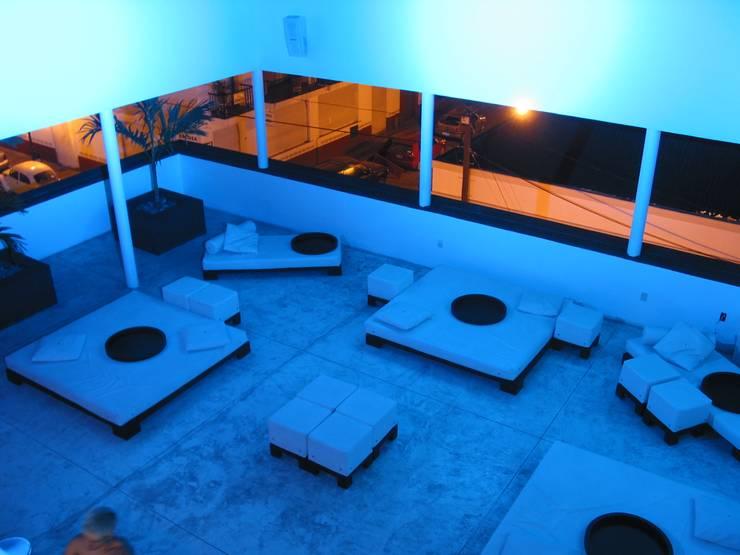 Roof Bar: Bares y discotecas de estilo  por Taller Luis Esquinca