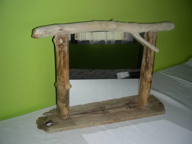 miroir à poser ou suspendre en bois flotté: Dressing de style de style eclectique par Bois flotté de Gibus