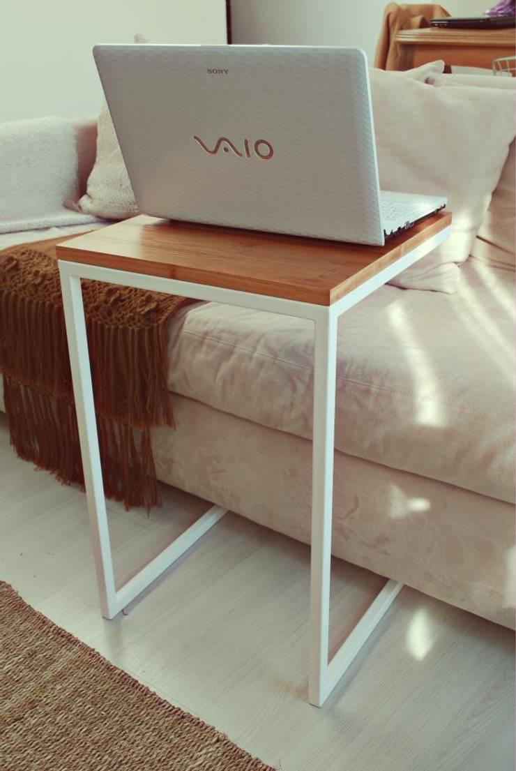 Mesa Notebook: Hogar de estilo  por Muebles muc.