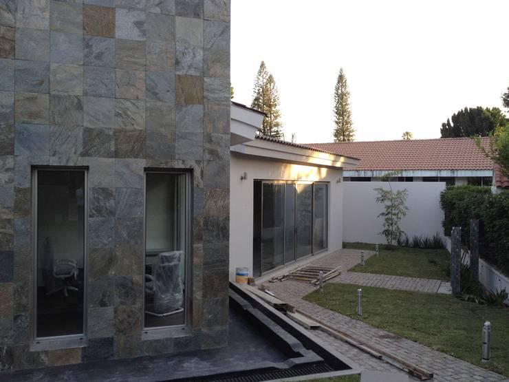 Salas / recibidores de estilo moderno por Arki3d