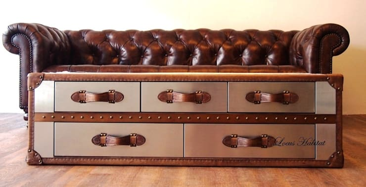 Vintage coffee table:  Living room by Locus Habitat