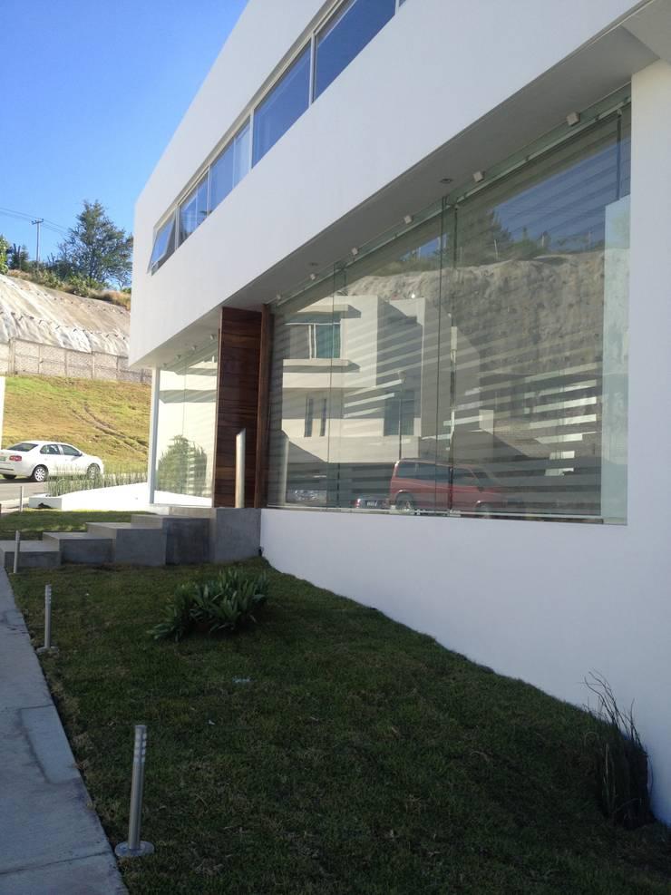 Puerta de Bosque: Recámaras de estilo  por Arki3d, Minimalista