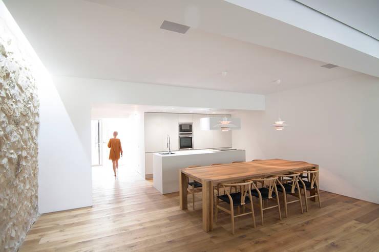 Casa en Quesa: Comedores de estilo  de Balzar Arquitectos