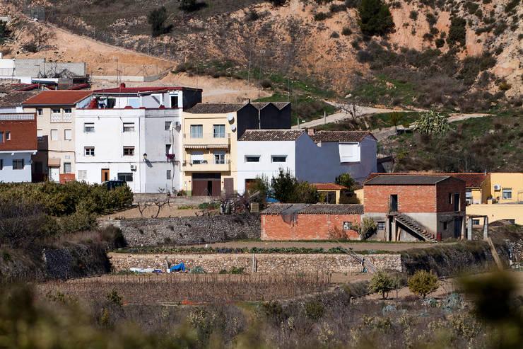 Casa en Quesa: Casas de estilo  de Balzar Arquitectos