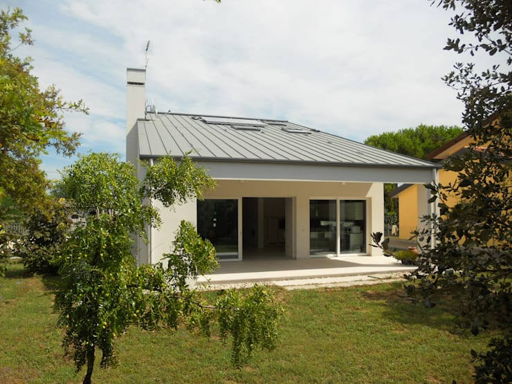 modern Houses by VALERI.ZOIA Architetti Associati