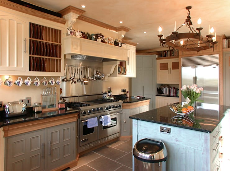 Kitchen in Kent:  Kitchen by Clifford Interiors